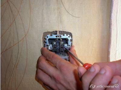 ремонт и замена розетки